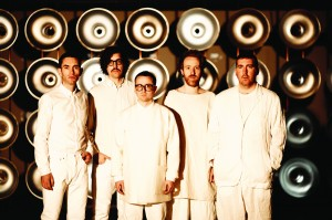 Hot Chip - 0115 - Steve Gullick - 6748- 300dpi